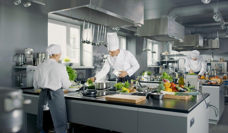 Por que o setor de cozinha industrial só cresce?