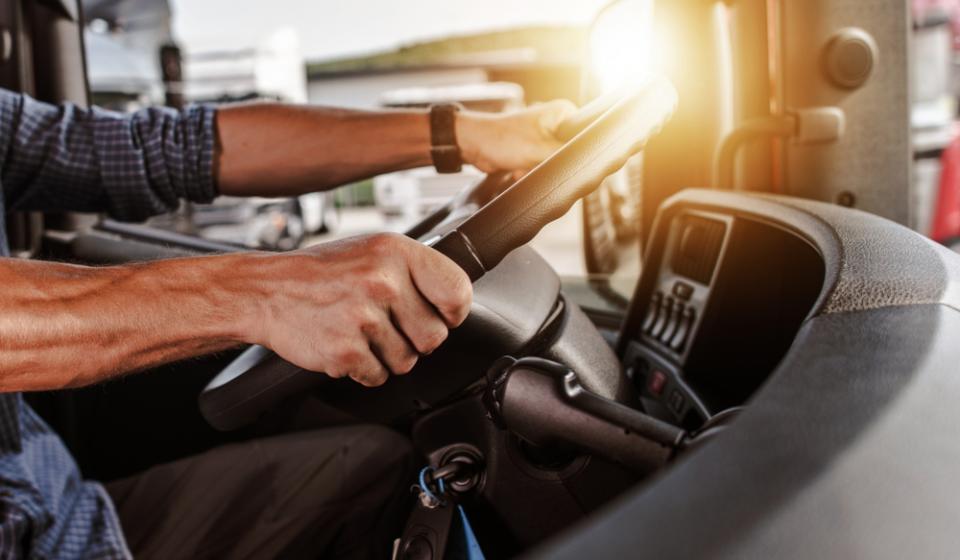 Vale a pena alugar veículos de transporte?