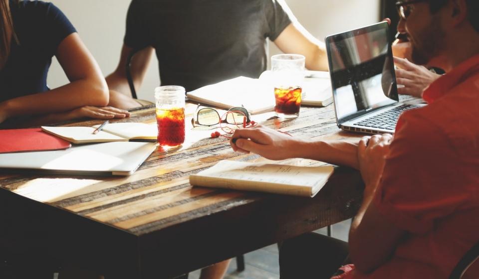 O que é coworking e quais são seus benefícios?